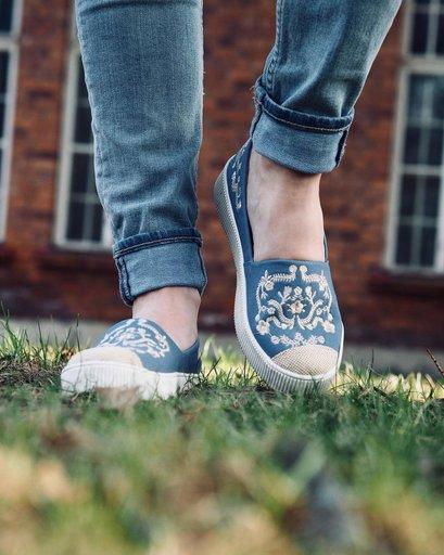 Sneakers i skinnsemsket skinn June